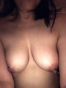 Mature girlfriend wants to have sex with vibrator
