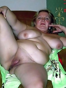 Sexy aged mistress spreading her pussy lips
