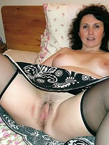 Lusty older strumpet wants to blowjob the stranger